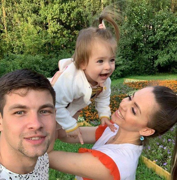 Ольга Рапунцель требует продлить контракт