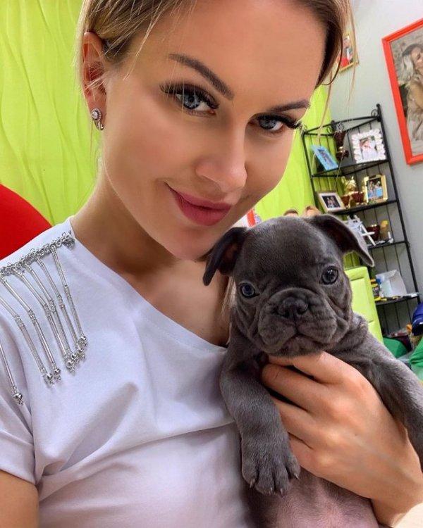 Марина Африкантова отвезла щенка заводчику