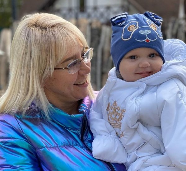 Татьяна Владимировна пытается приручить младшую дочь