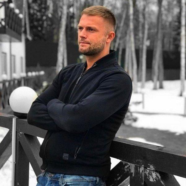 Виктор Литвинов объявил пару с Анной Брянской