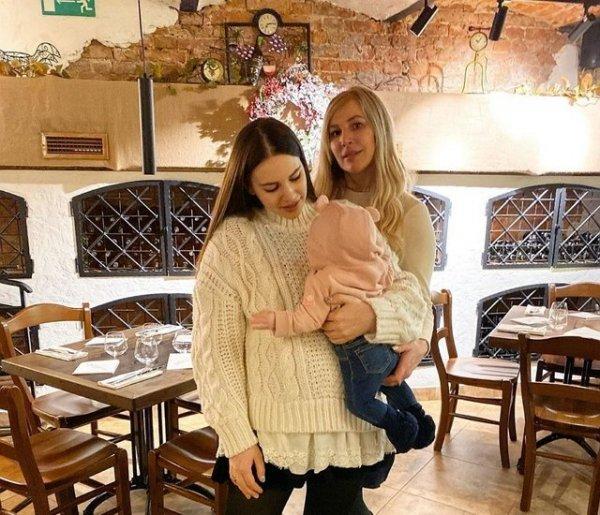 Александра Артёмова рада быть мамой девочки