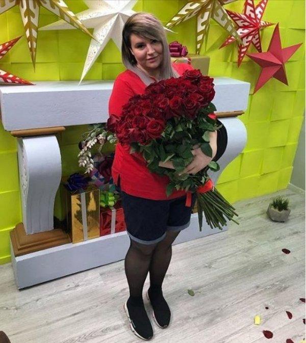Александра Черно подлизывается к Алене Савкиной