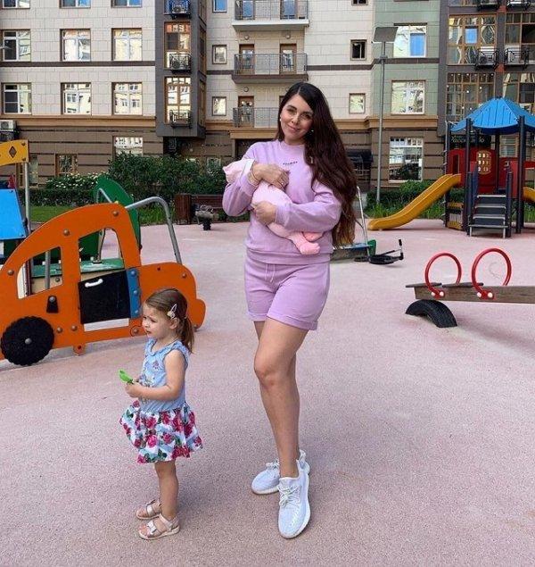 Ольга Рапунцель наслаждается материнством