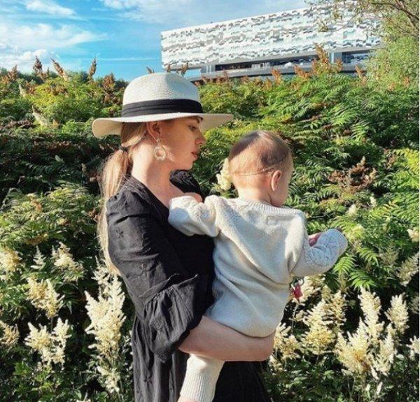 Александра Артемова считает себя матерью-одиночкой